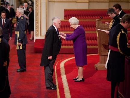 Пол Дохърти получава ордена на Британската Империя